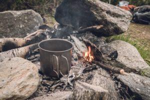 faire bouillir eau en trek pour la purifier