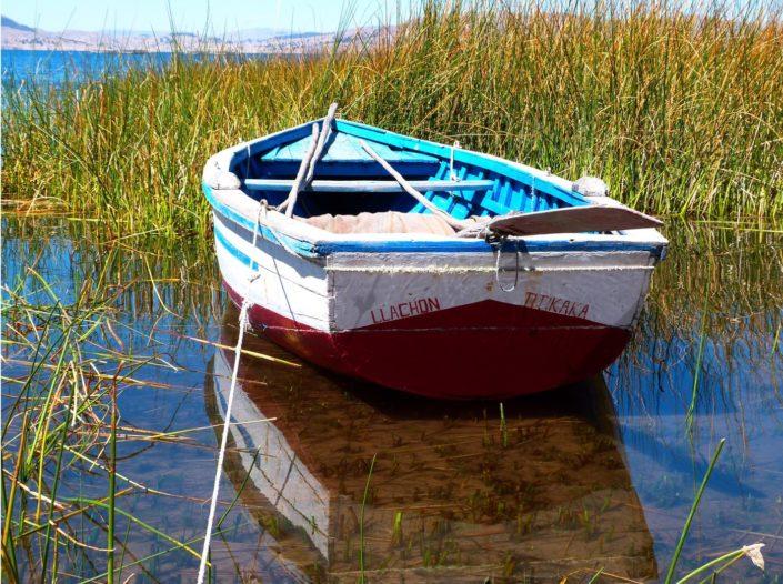 Barque à Llachon - environs de Puno