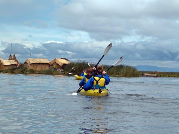 Kayak sur le lac Titicaca - voyage au Pérou