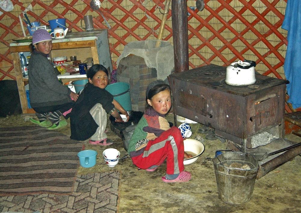 Enfants du Kirghizistan - agence de trek Watse