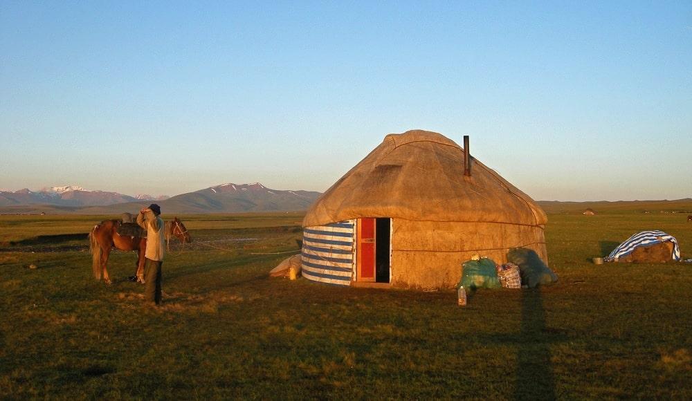 Yourte au lac Song Kol Kirghizstan - trek au Kirghizistan