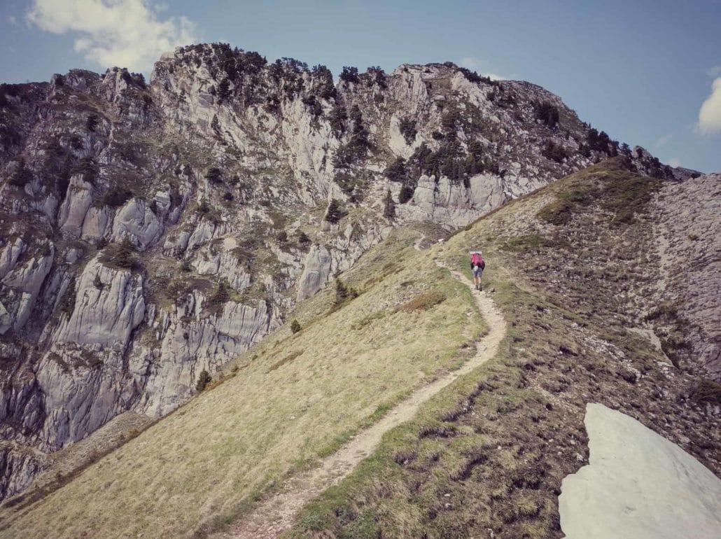 Randonneur du GR5, dans les Alpes françaises