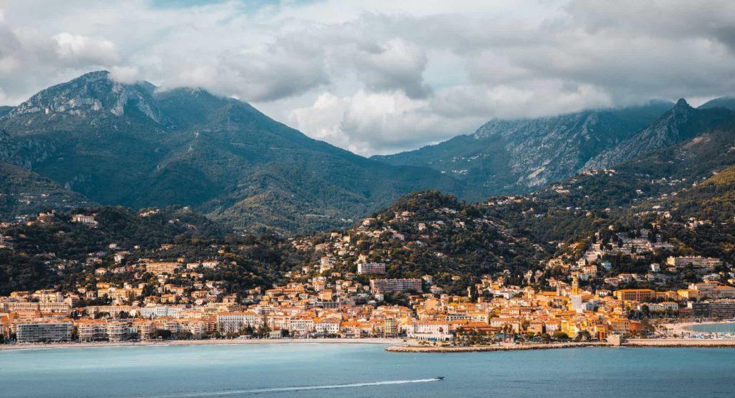 La ville de Menton en France entre mer et montagne