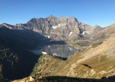 lac entre deux montagnes