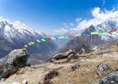 Sur les sentiers de la vallée de Tsum pendant un trek au Népal