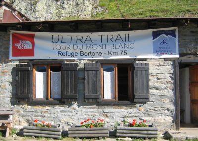 Le refuge Bertone sur le parcours du trail du Tour du Mont blanc