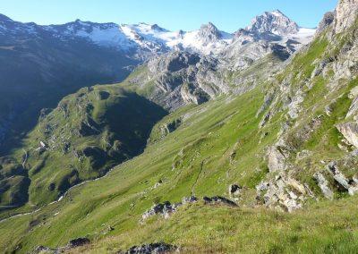 Panorama lointain sur le trek du Tour du Grand Paradis